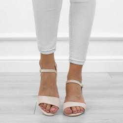 Beżowe sandały na słupku...