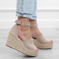 Beżowe sandały koturn...